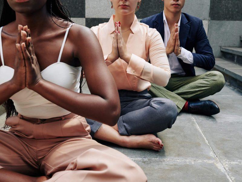 business-people-doing-yoga-J4W6SYB (1) (1)